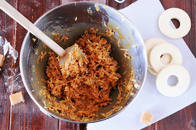 Caramel Coconut Topping to Make Homemade Samoas Cookies Image