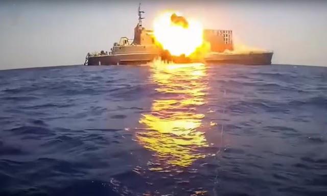 Ηχηρό μήνυμα από Κάιρο στην Άγκυρα: Βύθισαν πλοίο στη Μεσόγειο με βολές πυραύλων! (BINTEO)