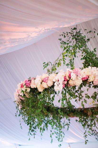 Kwiatowe żyrandole, wiszące dekoracje weselne, Trendy ślubne 2017, Oprawa florystyczna ślubu i wesela, Modny Ślub i Wesele, Kwiaty do ślubu 2017, Modne bukiety ślubne 2017, Dekoracje kwiatowe na Wesele, Ślub i wesele 2017,