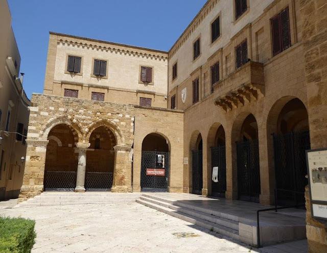 porticato dei Cavalieri Gerosolimitani o portico dei templari