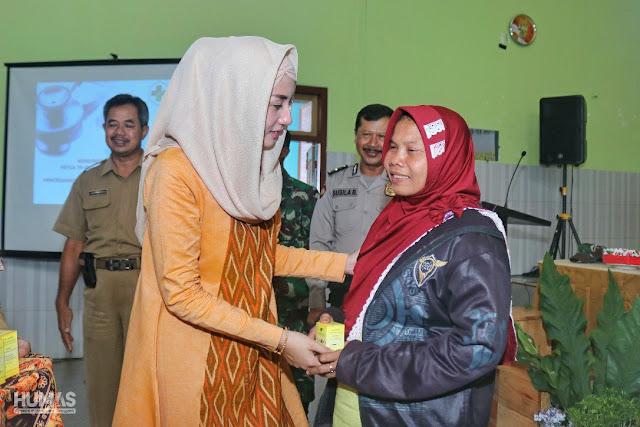 Novita Hardini Dampingi Perkembangan Wabah Hepatitis di Trenggalek