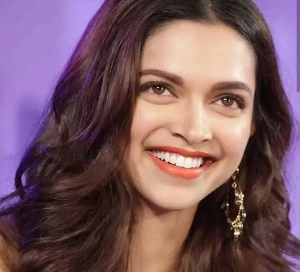Deepika Padukone shares a hilarious meme supported her recent foil mask selfie