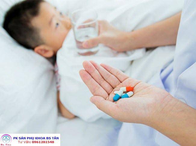 trẻ và thuốc