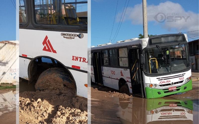 Ônibus quebra ao cair em buraco e moradores questionam qualidade da obra de pavimentação em posts na internet - Portal Spy Noticias Juazeiro Petrolina