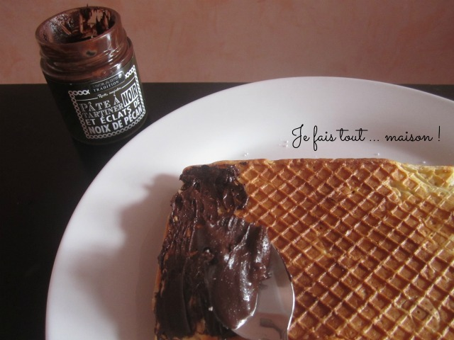 Gaufres et pâte à tartiner au chocolat