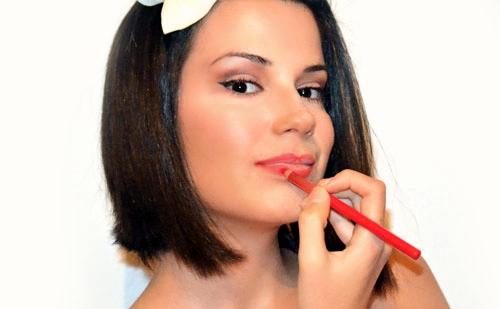 Cómo maquillarse los labios perfectos paso a paso ¡ y sin salirse !