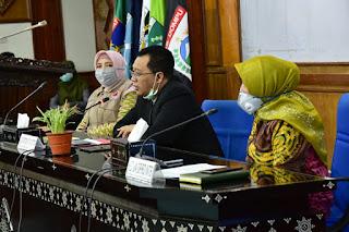 Cabut SKB Tentang Shalat Idul Fitri, Gubernur Serukan Shalat 'Id di Rumah dan Mall Ditutup