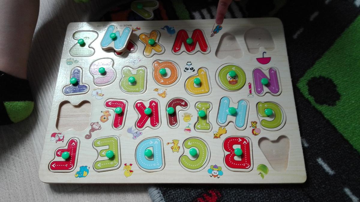 drewniany alfabet