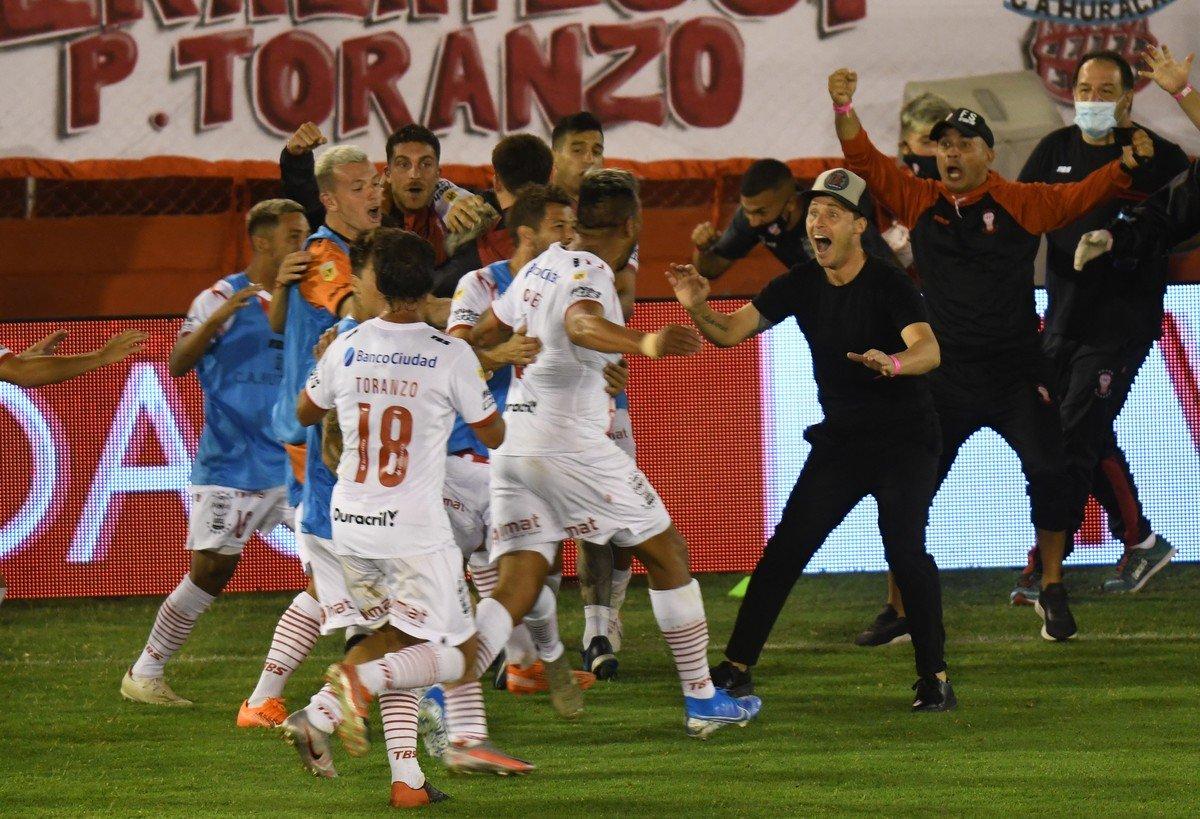En un partidazo, Huracán lo dio vuelta y le quitó el invicto a Independiente