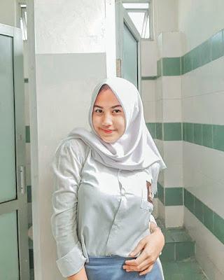 Selfie Siswi SMA Cantik foto di kamar mandi