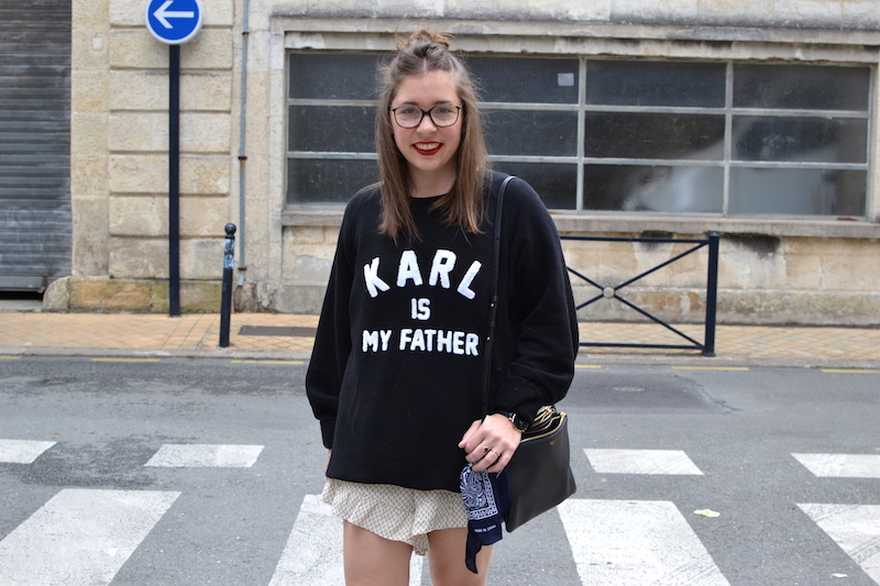 short a volant H&M, sweat noir Eleven Paris , trio bag céline