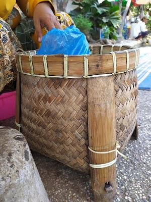 Wadah bambu tempat nasi