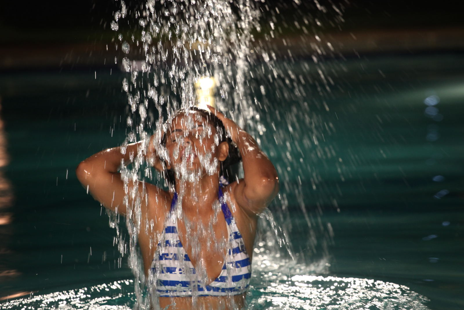 SAB HOT ACTRESS: Neetu Chandra Hot And Sexy Cleavage,Navel