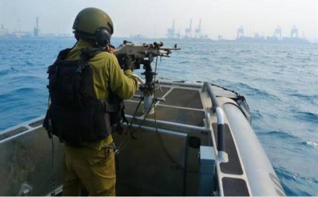 زوارق الاحتلال تفتح النيران على صيادين غزة