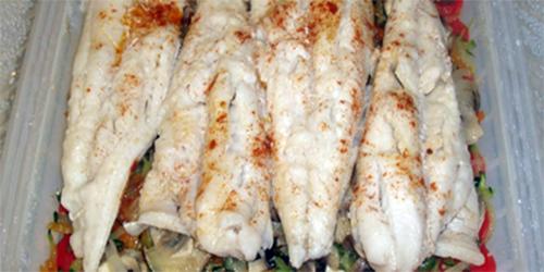 Filetes de merluza con verduras recetas de cocina for Cocinar filetes de merluza