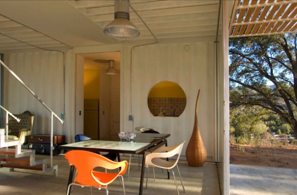 Shipping Container House with Dynamic Facade, Chile 11
