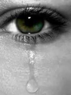 صور بنات تبكي حزينة وبتدمع