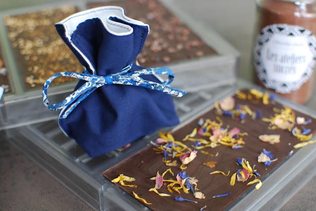 pochon et tablette de chocolat
