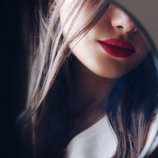 Glamour Girl Hide Face DP