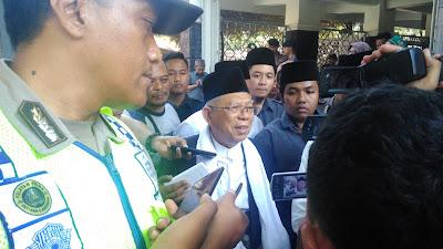 Cawapres Ma'ruf Amin Berdoa di Makam Pendiri NU di Jombang