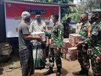 TNI Peduli Banjir, Beri Mie Instan Untuk Korban Banjir