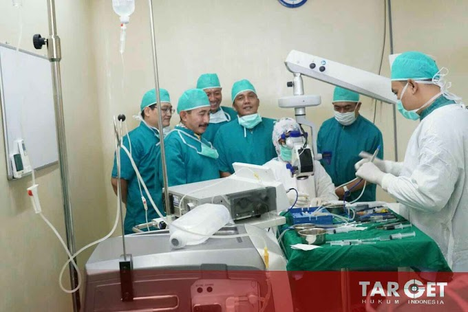 Bupati Haryanto Bhaksos Operasi Katarak Gratis di Keluarga Sehat Hospital