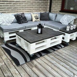 living comedor para hostel con palets de madera reciclados