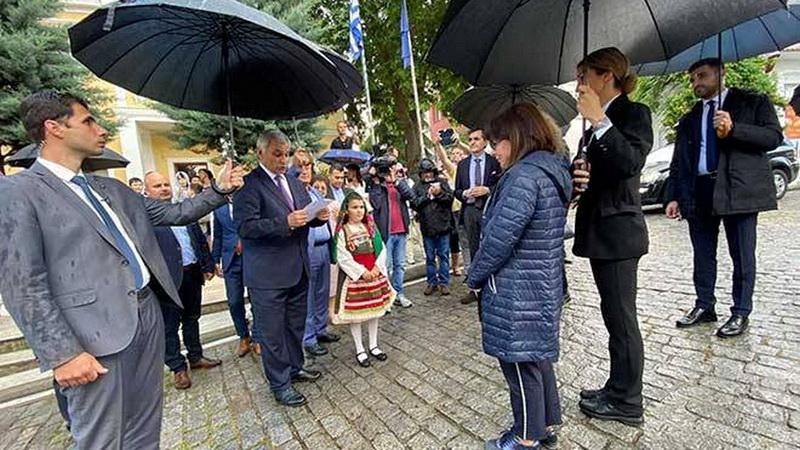 Σταυρούπολη Ξάνθης: Συγκινητική υποδοχή της Προέδρου της Δημοκρατίας στον τόπο καταγωγής της