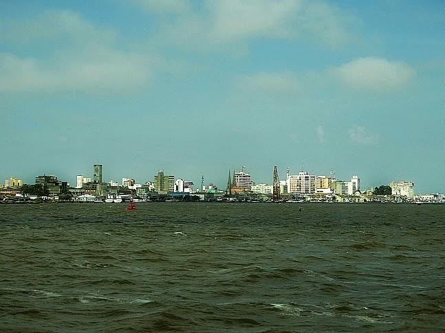 Lagoa dos Patos e cidade de Rio Grande visto da balsa vinda de São José do Norte