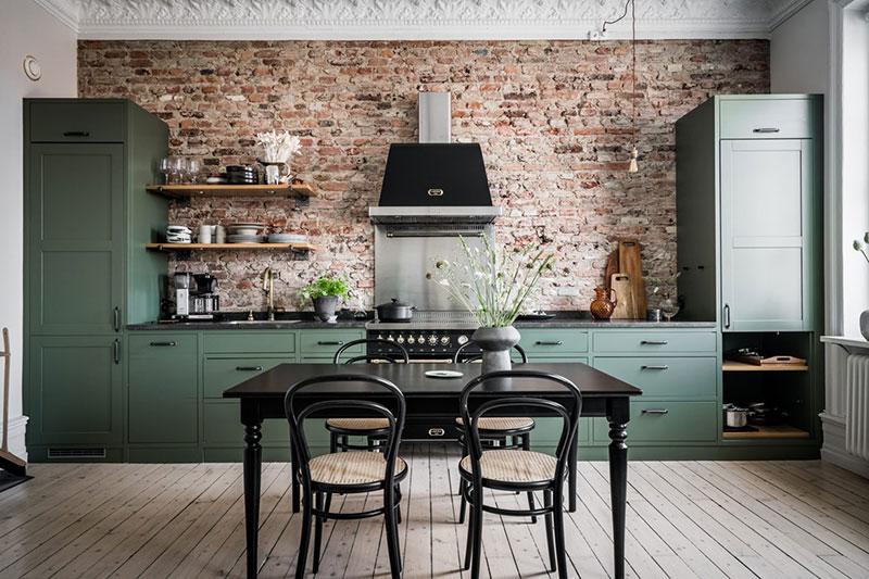 Piccoli Spazi Una Cucina Verde Su Un Muro Di Mattoni