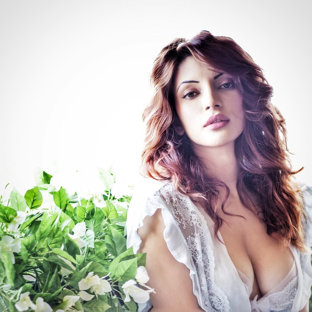 Shama Sikander big show, Shama Sikander in bikini, Shama Sikander hot photos