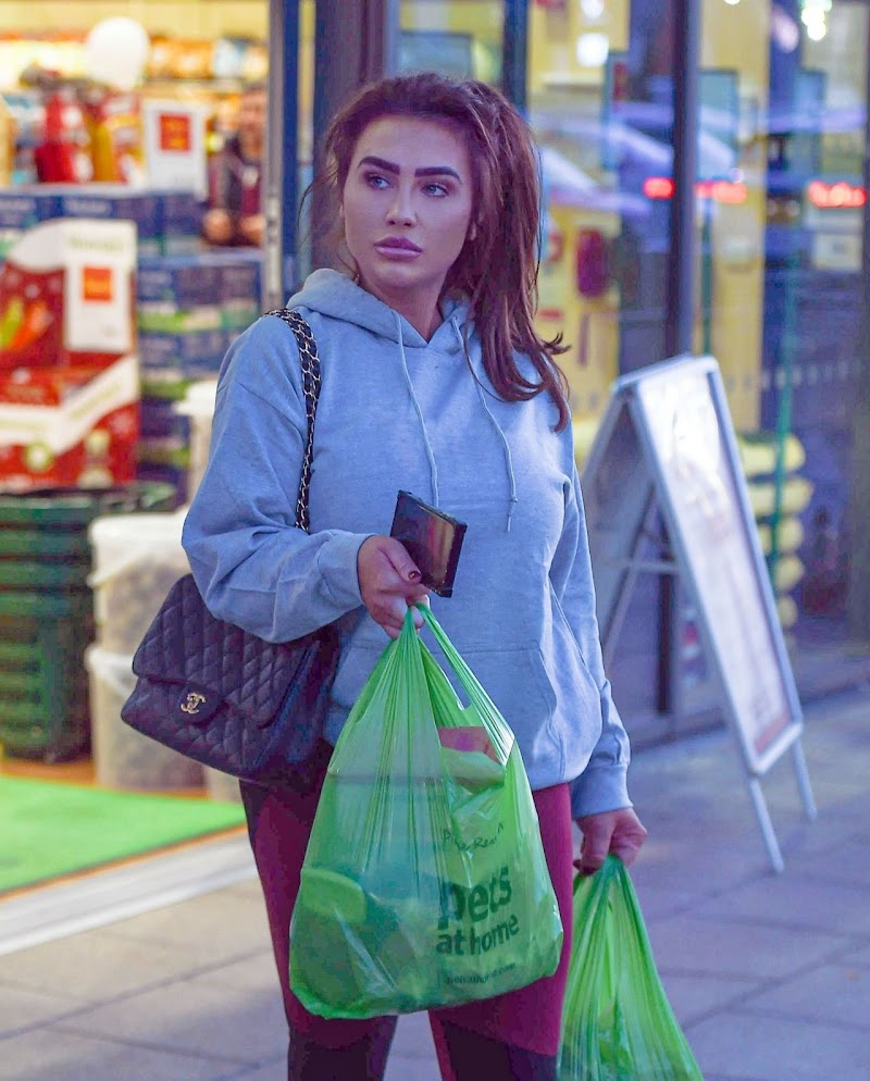 Lauren Goodger Clicked In Street Style 29 Dec-2019
