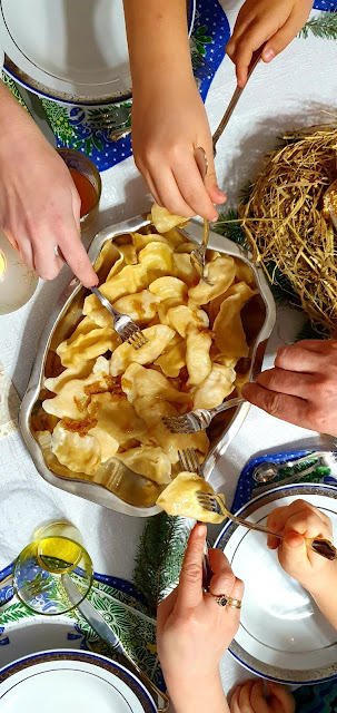 idealne ciasto na pierogi,ciasto na pierogi,pierogi wigilijne,pierogi ruskie,jak zrobić pierogi,z kuchni do kuchni,najlepszy blog kulinarny,idealne pierogi,