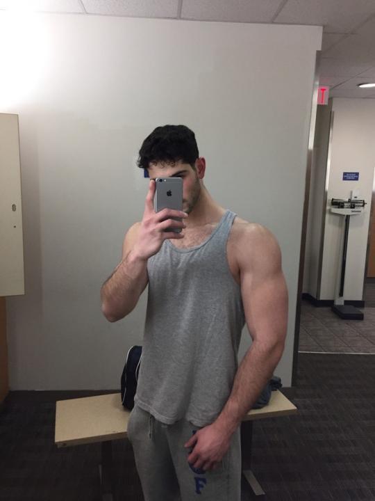 handsome-bro-next-door-dude-nice-biceps-selfie-trainers-tall-dark-black-hair-jock