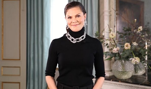 crown-princess-victoria-in-flippa-k-sweater-ingy-stockholm-earrings-1.jpg
