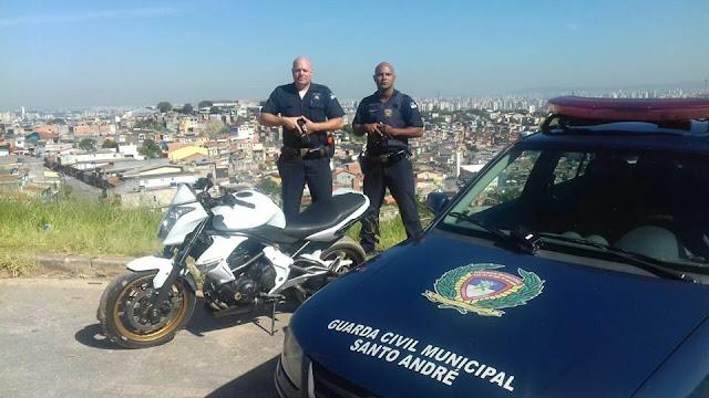 Ronda Setorial da 3º Inspetoria da GCM de Santo André localiza moto roubada no Condomínio Maracanã