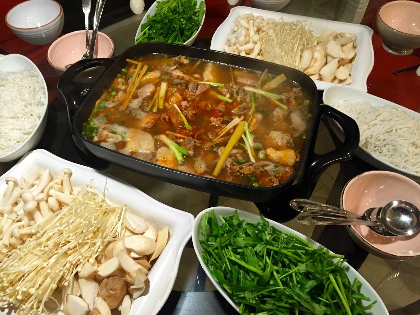 how to eat hot pot in vietnam