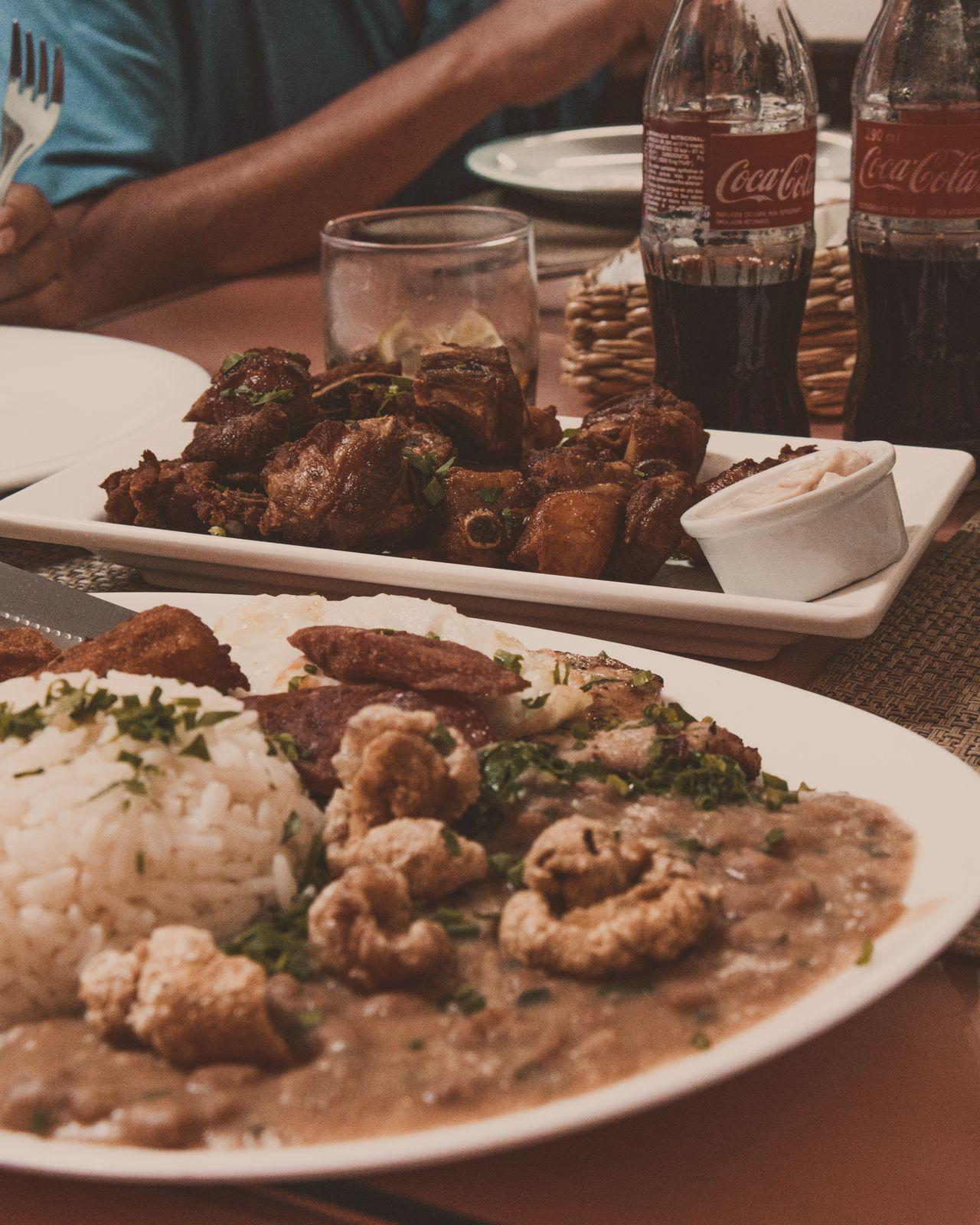 pratos de comida mineira