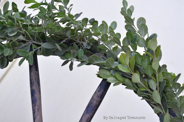 make a boxwood wagon wheel wreath