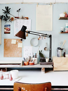 keep everything off the desk www.papernstitchblog.com/2015/09/10/interiors-with-amazing-natural-light