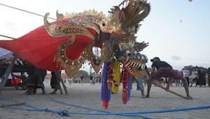 Layang-layang Naga Raja Seberat 700 Kg Berhasil Diterbangkan Di Bali