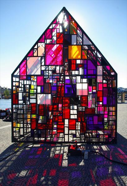 Tom Fruin's outdoor sculpture Kolonihaven in front of the Royal Danish Library in Copenhagen