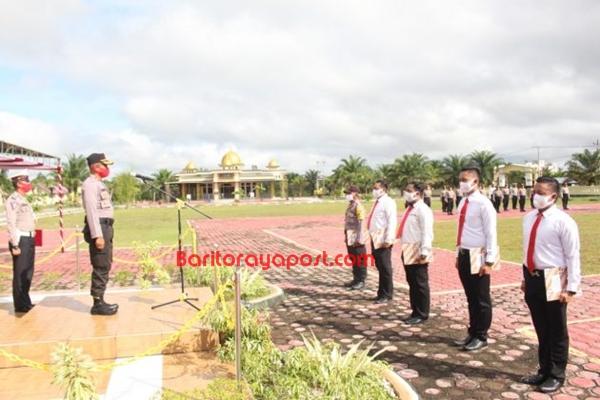 Enam Personil Polres Barito Selatan Terima Penghargaan dari Kapolres
