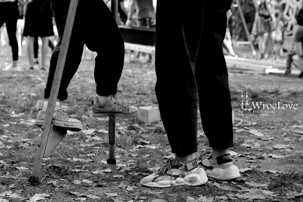 nauka chodzenia na szczudłach w Ogrodzie Staromiejskim, Wrocławski Festiwal Krasnoludków