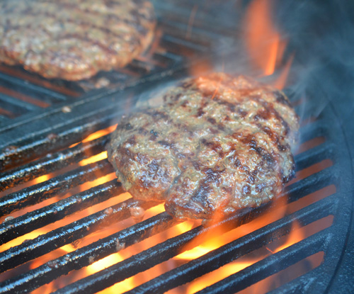 Grilled burgers on a Big Green Egg with Craycort cast iron grates