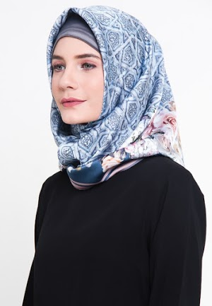 Hijab Garis Biru
