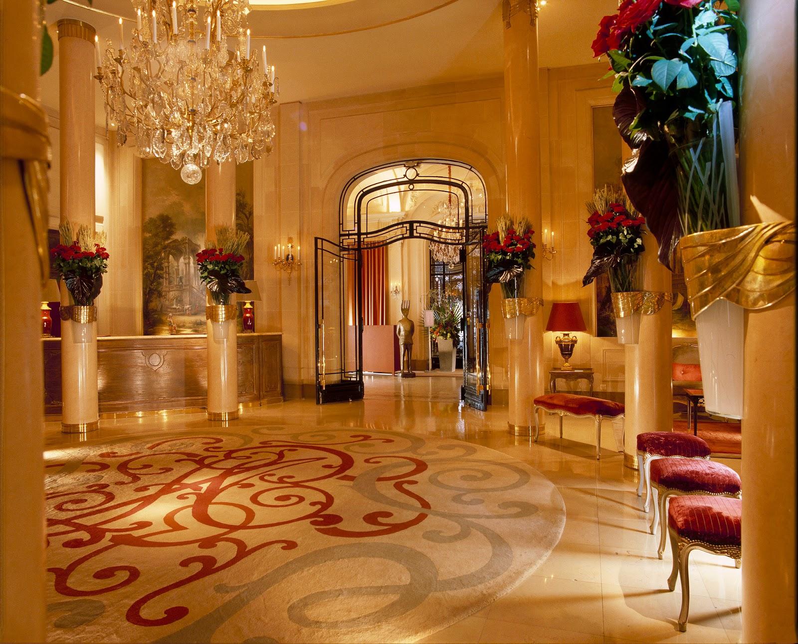 henri luxury lifestyle hotel plaza ath n e paris. Black Bedroom Furniture Sets. Home Design Ideas