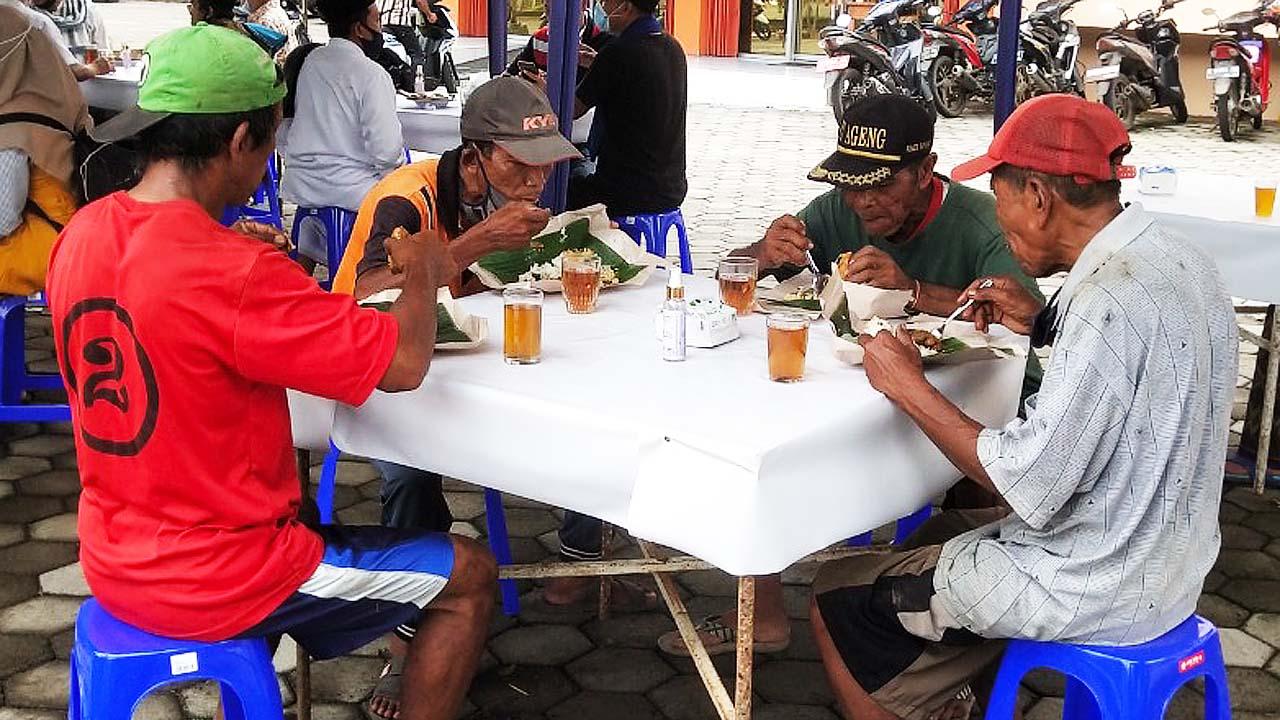 Warung di Kab. Pekalongan Ini Gratiskan Makan Siang 3 Kali Seminggu