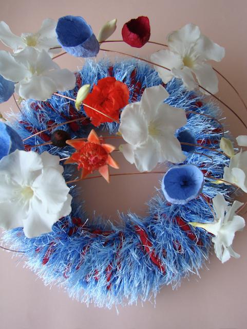 design green: ghrlanda con lana fiori freschi e di carta