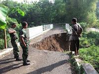 Diterjang Air Sungai, Jembatan Munggu Bungkal Roboh